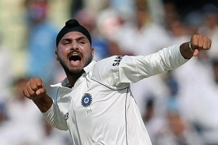 Harbhajan Singh removed the openers after Australia were set 516 to chase